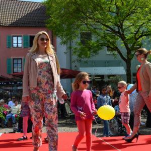 Modenschau am Hallplatz in Zweibrücken